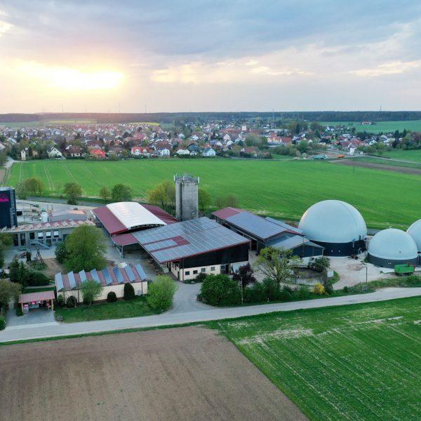 rosakuh_biogasanlage_voll-elektrisiert